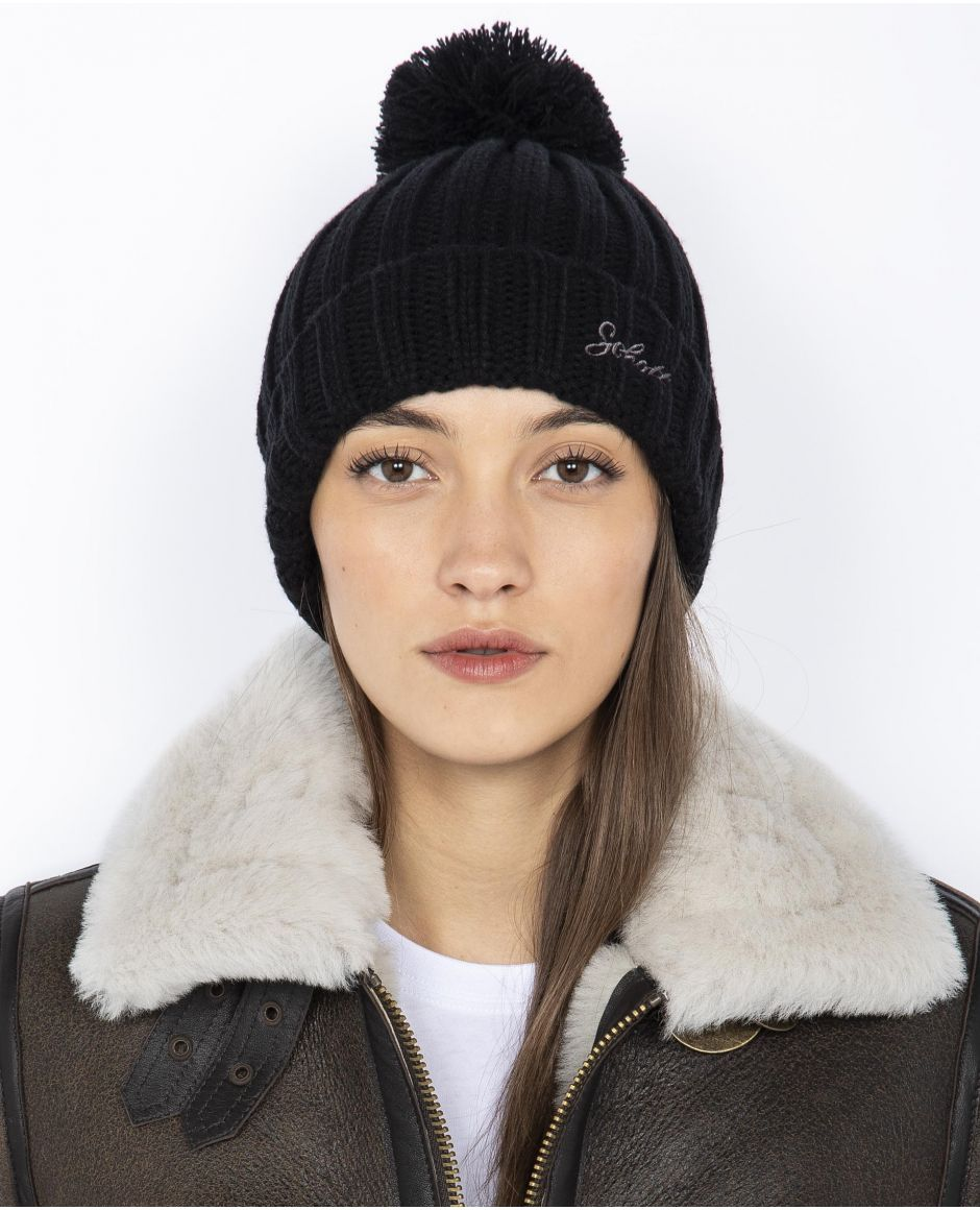 Ribbed hat with pompom