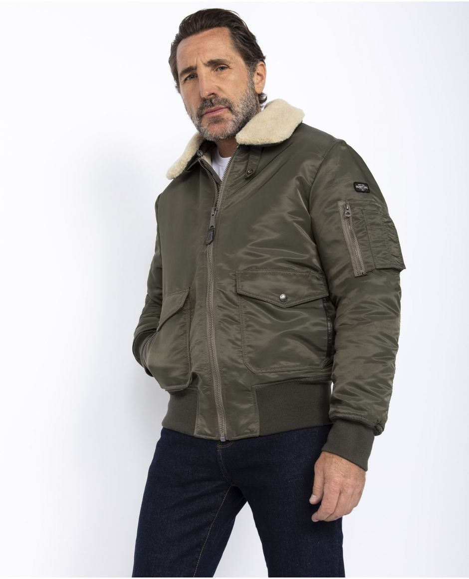 Bomber jacket, removable collar